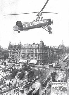 Juan de la Cierva sobrevolando la Plaça de Catalunya con su autogiro en 1934. Barcelona