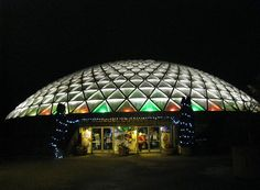 Bloedel Conservatory in Queen Elizabeth Park. We got married in May 1976 and had our Wedding pictures taken here. Queen Elizabeth Park, Vancouver Bc Canada, Jewel Box, Sydney Harbour Bridge, Conservatory, British Columbia, Great Photos, Wedding Pictures, Our Wedding