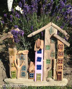 Eget Design - Drivtømmer kunst Driftwood Projects, Driftwood Art, Crafts For Kids, Arts And Crafts, Wood Sticks, Wooden Crafts, Beach Art, Little Houses, Crafty