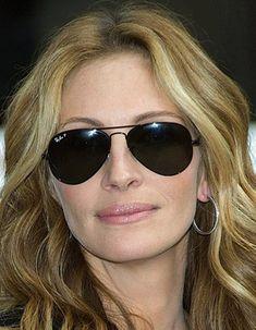 Julia Roberts in Ray-Ban sunglasses. http://www.optiekvanderlinden.be/ray_ban.html #rayban #optiek #brillen #zonnebrillen #Ray-Ban