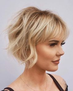 Short Haircuts Over 50, One Length Haircuts, Thin Hair Haircuts, Round Face Haircuts, Short Bob Hairstyles, Cool Haircuts, Summer Haircuts, Hairstyles Haircuts, Hairstyle Short