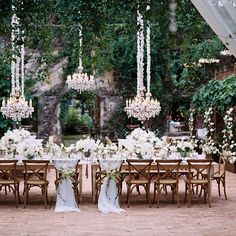 Wow! We are short for words to describe this incredible wedding table settings 😍 Love every single detail! 💞 Capture by @leopatrone 😍 Florals by @teresasenamaui 👍 💗 Tag who you think would like this . . . . #weddingforward #weddings #bride #bride2be #weddingday #свадьба #matrimonio #weddingphotographer #groom #bridesmaid #weddingplanner #instawedding #fiance #weddingideas #brideandgroom #mariage #instawed #weddinginspo #gettingmarried #weddingblog #luxurywedding #thedailywedding…