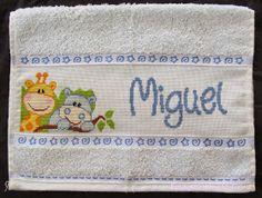 Olá! Como vai? Hoje trouxe mais uma toalhinha que bordei para o meu sobrinho de coração, o Miguel. Desta vez, de bichinhos, para ...