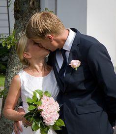 Their first kiss. Ever.  [wedding, bröllop, bröllopsfoto, kiss, kyss, brudpar, vigsel]