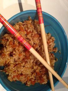 Hoy traemos una receta, ideal para el tupper, e ideal para la cena de los peques porque es un arroz sueltecito y que esta muy rico hasta rec...