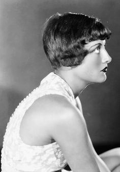 Vintage 1929 Black & White Photograph Bobbed Hair Flapper Joan Crawford Hollywood Icon MGM Portrait w/ Press Snipe From Photoplay Magazine Hollywood Cinema, Hollywood Icons, Golden Age Of Hollywood, Vintage Hollywood, Classic Hollywood, Hollywood Glamour, Hollywood Actresses, Vintage Hairstyles, Bob Hairstyles
