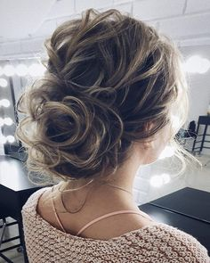 Chignon messy wedding hairstyle ideas | Updo bridal hairstyle ideas #weddinghair #updo #chignon #messyupdo #messybridalupdo #hairstyleideas #weddinghairinspiration #weddinghairstyle #weddinghairideas #updohairstyle #upstyle #bridalhair