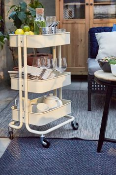 Is your summer space ready for entertaining? The IKEA RÅSKOG cart holds the supplies you need for every kind of summer soiree, from parties and wine nights to relaxing with a cup of coffee.