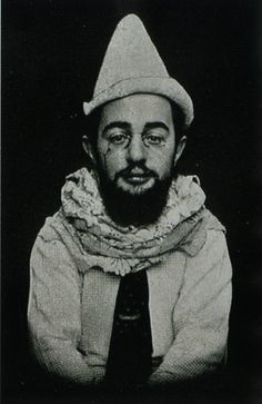 1864 was the birthday of French artist Henri de Toulouse-Lautrec (d. Toulouse-Lautrec was the victim of a genetic defect that made his bones brittle and unable to heal properly after. Henri De Toulouse-lautrec, Andy Warhol, Famous Artists, Great Artists, Pierrot, Photo Portrait, Pierre Auguste Renoir, French Artists, Artist At Work
