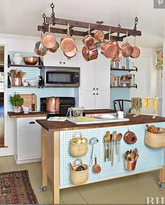 5 Inspired ideas: Kitchen Remodel Black Appliances Granite tiny kitchen remodel before and after.Farmhouse Kitchen Remodel Quartz Countertops simple kitchen remodel before and after. Budget Kitchen Remodel, Galley Kitchen Remodel, Kitchen On A Budget, Diy Kitchen, Kitchen Storage, Kitchen Design, Kitchen Decor, Kitchen Small, Kitchen Organization