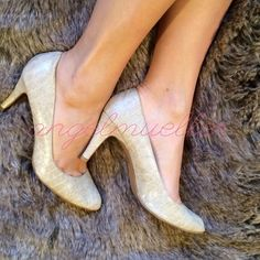 "Cream faux snake skin heels Cream heels, faux snake skin. Outsides are hardly worn at all, lining seems to be pulling up. Still great condition. Length: 11"", width: 3.5"", heel height: 3.25"". Predictions Shoes Heels"