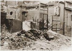 """Photo issue du rapport Stroop sur la répression de la révolte du ghetto de Varsovie avec la mention suivante """"Bandits tués durant la bataille..."""