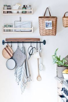 kitchen storage Frustrated with your tiny kitchen? These tips can help you learn to love your small space! There's something special about compact kitchens, especially because they use less energy. For more on tiny kitchen organization, head to Domino! Diy Kitchen Storage, Kitchen Decor, Kitchen Styling, Kitchen Ideas, Hanging Baskets Kitchen, Kitchen Organization Wall, Design Kitchen, Kitchen Wall Decorations, Kitchen Organizers