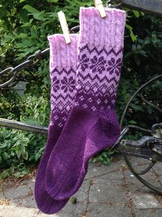 """""""Cold feet are annoying, especially your own."""" (Wilhelm Busch) – The Best Ideas Crochet Socks, Knit Or Crochet, Knitting Socks, Hand Knitting, Punto Fair Isle, Fair Isle Knitting Patterns, Crochet Patterns, Sock Toys, Patterned Socks"""
