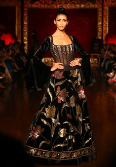 Rohit Bal at India Couture Week 2018 Pakistani Formal Dresses, Pakistani Wedding Outfits, Indian Dresses, Indian Outfits, Indian Designer Outfits, Designer Dresses, Velvet Dress Designs, Velvet Fashion, Party Wear Dresses