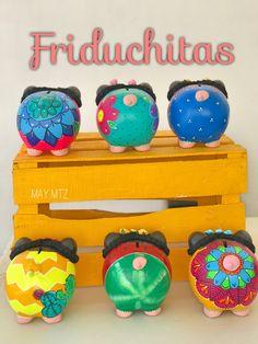 Paper Mache, Piggy Bank, Diy For Kids, Dyi, Graffiti, Cactus, Ceramics, Crafty, Pigs