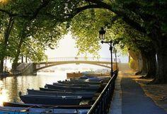 причал, лодки, деревья, мост