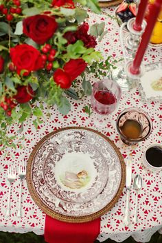 Red and brown tablescape.