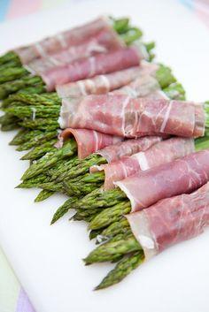 asparagus + prosciutto bundles New Recipes, Cooking Recipes, Favorite Recipes, Healthy Recipes, Savoury Recipes, Prosciutto Asparagus, Small Meals, Easter Brunch, Dessert Table