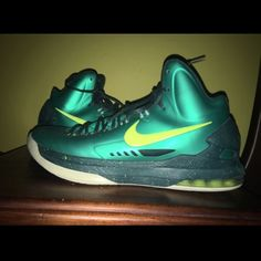 buy popular d669c 77790 Nike Shoes   Nike Kevin Durant Basketball Shoes   Color  Green   Size  10.5
