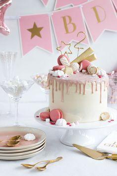 Drip Cake Birthday Cake with raspberries & coconut , Candy Drip Cake Birthday Cake with raspberries & coconut , Candy Drip Cake Birthday Cake with raspberries & coconut , Candy Drip Cake – Geburtstagstorte mit Himbeeren & Kokos Banana Cupcakes, Pumpkin Spice Cupcakes, Creative Cake Decorating, Creative Cakes, Drip Cakes, Coconut Recipes, Cream Recipes, Cupcake Original, Coconut Smoothie