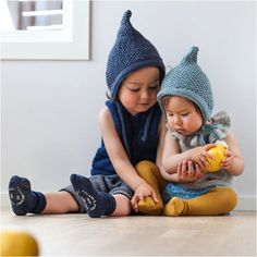 paelas pixielue / paelas pixie hat (norwegian and english version) hat kids english paelas pixielue / paelas pixie hat (norwegian and english) Baby Knitting Patterns, Baby Clothes Patterns, Baby Hats Knitting, Knitting For Kids, Knitting Projects, Knitted Hats, Beanie Babies, Baby Outfits, Knit Or Crochet