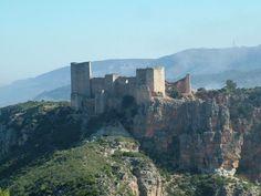 CASTLES OF SPAIN - Castillo de Chirel o Cofrentes, Valencia. Fortaleza de origen árabe que tuvo su importancia durante la revuelta del caudillo musulmán Al-Azraq (el de los ojos azules). Tras la conquista del reino de Valencia por Jaime I de Aragón, Al-Azraq estableció un pacto con el monarca  de no agresión, sin embargo, este encabezó tres sublevaciones contra Jaime I. Al-Azraq acabó encontrando la muerte, cuando sitiaba Alcoy, a manos de caballeros venidos de Játiva.
