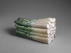 Ceramic box in the form of a bunch of aspargus,18th C. / Sèvres, Cité de la céramique