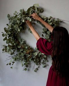 Finalizing plans for Fall/Winter wreath and centerpiece workshops. I really love. Finalizing plans for Fall/Winter wreath and centerpiece workshops. I really love teaching so prettttty excited. Date announcements coming soon! by yasminemei Wreaths And Garlands, Holiday Wreaths, Christmas Decorations, Holiday Decor, Elegant Fall Wreaths, Diy Wreath, Grapevine Wreath, Wreath Making, Corona Floral