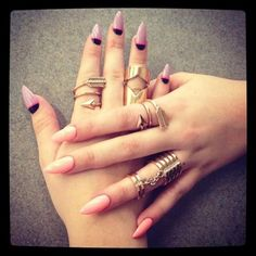 Obsessed with the pink claw nails. Perrrfect shape!