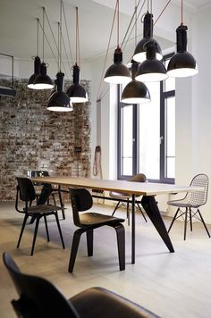 PLY Studio has developed a new office space for global brand agency Geometry Global located in Hamburg, Germany. This open space office was developed for the Hamburg branch of… Industrial Workspace, Industrial Office Design, Industrial House, Industrial Interiors, Office Interior Design, Office Interiors, Industrial Lighting, Industrial Style, Office Designs