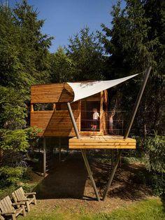 haus auf stelzen-baumhaus aus holz-bauen für kinder-spielgerät sonnensegel-sonnenschutz