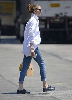 Acres of white cotton shirt. Stay cool, look cool.- Acres of white cotton shirt. Stay cool, look cool. Olivia Palermo in Jeans – O… Acres of white cotton shirt. Stay cool, look cool. Olivia Palermo in Jeans – Out in New York – July 2018 - Oversized Shirt Outfit, Oversized White Shirt, White Shirt Outfits, White Shirt And Jeans, Cool Outfits, Casual Outfits, Fashion Outfits, Cropped Jeans Outfit, Jeans And T Shirt Outfit