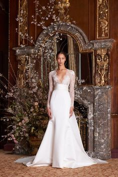 Monique Lhuillier Spring 2019 Bridal Fashion Show Collection: See the complete Monique Lhuillier Spring 2019 Bridal collection. Look 2