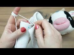 Amigurumi Toys, Amigurumi Patterns, Crochet Cow, Crochet Animals, Crochet Disney, Cow Pattern, Barbie Dress, Diy And Crafts, Crochet Dolls