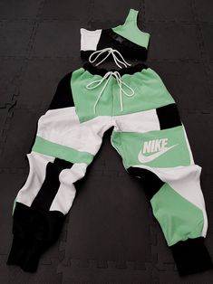 Cute Nike Outfits, Cute Lazy Outfits, Baddie Outfits Casual, Swag Outfits For Girls, Teenage Outfits, Girls Fashion Clothes, Sporty Outfits, Teen Fashion Outfits, Retro Outfits