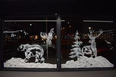 Raamtekening bij Kolenaar autobedrijven voor de feestdagen, gemaakt door Atelier 15