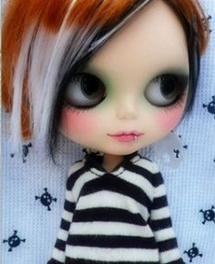 Everyone needs at least one punk Blythe in their family.  <3  Dark eyes, lashes, multi-coloured hair and such a cute lip ring.  Yes please...
