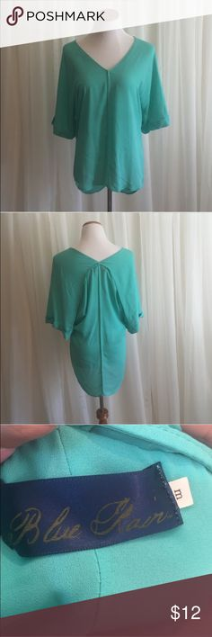 Teal high low top, M Blue Rain. Size medium. Excellent condition. Aqua / teal color. Pairs great with leggings or skinny jeans :) Tops
