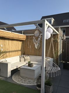 Bamboo roof with sliding thatched roof, Ibiza style Although historic inside strategy, the particular pergola Pergola Designs, Patio Design, Outdoor Rooms, Outdoor Living, Summer Garden, Home And Garden, Bamboo Roof, Home Room Design, Thatched Roof