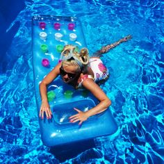 Last week I was busy, very busy, trying to get on my inflatable bed. #fyi #inflatable #matching #swimsuit