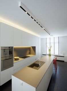 Modern Kitchen Interior Look into our gallery including 46 Inspiring Kitchen Lighting Ideas and also discover the motivation for your kitchen! Small Kitchen Lighting, Kitchen Lamps, Kitchen Chandelier, Kitchen Lighting Fixtures, New Kitchen, Kitchen Decor, Ceiling Fixtures, Design Kitchen, Kitchen Ideas