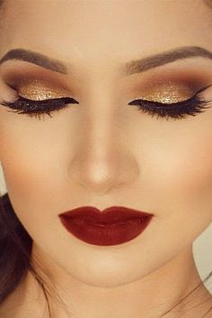 Christmas makeup looks exceptional whether it is subtle or very bright. Check out our 48 holiday makeup ideas and choose the one that works best for you. Bridal Makeup Tips, Hair And Makeup Tips, Wedding Makeup, Makeup Guide, Christmas Makeup Look, Holiday Makeup, Weihnachten Make-up, Glitter Texture, Party Makeup Looks