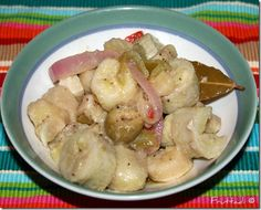 Guineítos en escabeche. OMGosh Juan would love me for life if I learned how to do this!!!