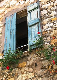 Another adorably country window with flowers. Color of shutters is my favorite.