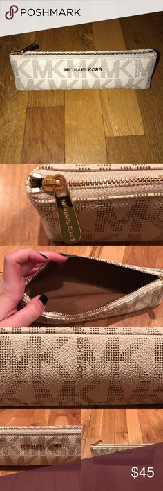 Michael Kors pencil case Authentic Michael Kors pencil case! Adorable, never used before!! Brand new condition❤️ Michael Kors Accessories