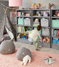 Here are some of our favorite storage tips for kids rooms to keep all their toys, books, clothes & school supplies manageable in four easy steps.