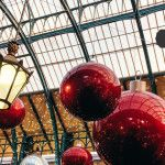 London has put on its sparkling Christmas dress, and we love it. Here are a few recent impressions we'd love to share with you – and we begin on the Covent Garden market piazza: