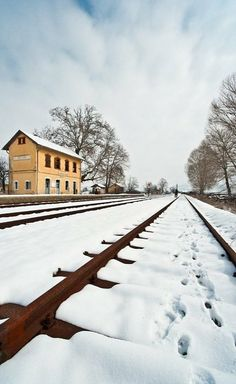 Rails without train, Florina, Greece I Love Winter, Winter Time, Mysterious Places, Back Road, Snowy Day, Snow And Ice, Train Tracks, Greece Travel, Pathways