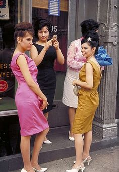 Girls on the street in New York City, 1960s. Photo by Joel Meyerowitz.